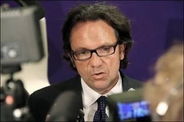 frederic-lefebvre-lunettes-avril-2010.1281059390.jpg