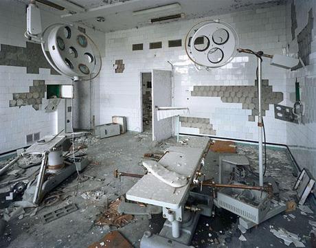http://www.metiviergallery.com/img/artwork/polidori_pripyat_operating_room_126_lg.jpg