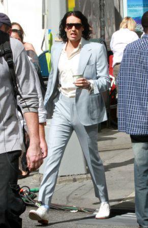 Arthur_gets_dressed_xmBJmX3LetZl.jpg