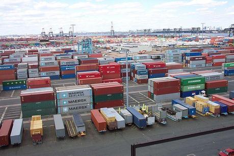 800px line3174   shipping containers at the terminal at port elizabeth new jersey   noaa Optimisation du transport de conteneurs : la solution avec Buffard Logistique & DDS Truck