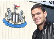 Newcastle Arfa prêt faire début.