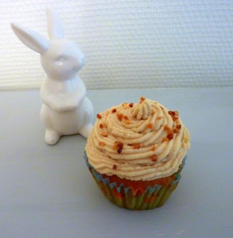 Cupcakes miel, épices et noisettes et leur glaçage au chocolat blanc...