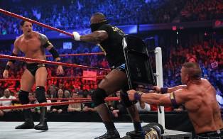 John Cena se débarrasse de la Nexus à coup de chaise