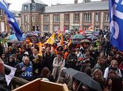 Plus 1000 manifestants dans rues Louviers contre réforme retraites