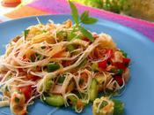 Salade asiatique croquante couleurs arc-en-ciel