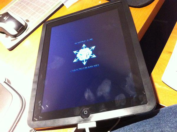iH8sn0w publie une photo d'un iPad jailbreak