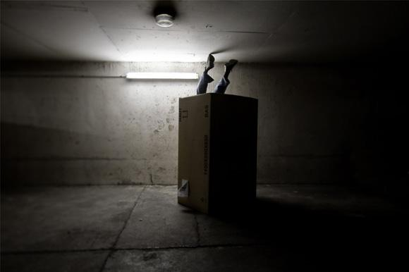 Cardboard Box Head #4 - The big come down - photographie conceptuelle