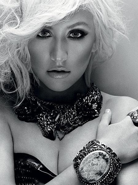 christina-aguilera-dec-in-style-02