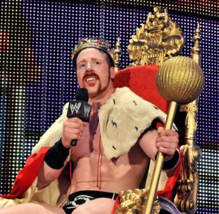 Le guerrier celte sur son trône de Roi du ring sa couronne sur la tête