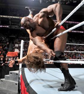 Le match entre Ezekiel Jackson et l'écossais Drew McIntyre se solde par un double count out