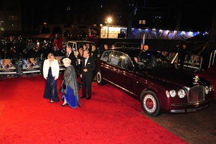 Queen_Elizabeth_II_Prince_Phillip_arrive_world_fn01BHKBseXl.jpg
