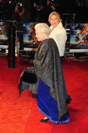 Queen_Elizabeth_II_Prince_Phillip_arrive_world__KzF8QHBbT0l.jpg