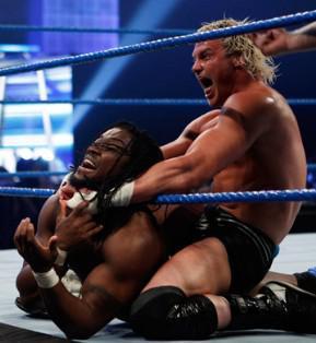 Le champion Intercontinental Dolph Ziggler affronte Kofi Kingston au Smackdown du 10 décembre 2010