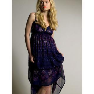 http://s.plurielles.fr/mmdia/i/72/8/robe-longue-bleu-nuit-new-look-2761728uefkg_1933.jpg