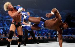 Kofi Kingston s'impose face à Dolph Ziggler et Jack Swagger avec l'aide de Kaval