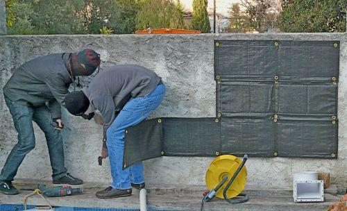 R ception et installation du mur v g tal d 39 ext rieur voir - Enlever la mousse sur un mur exterieur ...