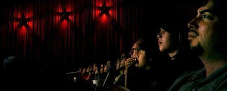 Ou pourquoi les salles de cinéma ne sont pas toujours le lieu de détente qu'elles devraient être...
