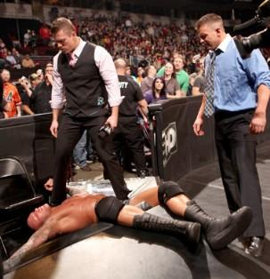 The Miz et Alex Riley attaquent The Viper lors du Raw du 17/01/2011