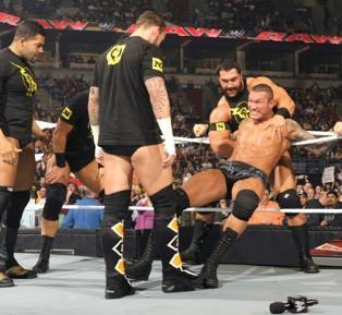Randy Orton subit la vengeance des New Nexus