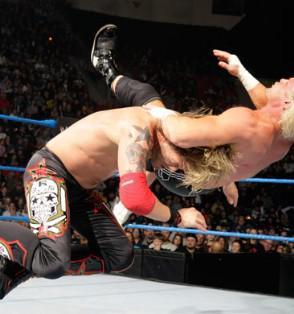 Les deux stars de la WWE Edge et Dolph Ziggler aux prises pour le titre de Champion du Monde poids Lourds