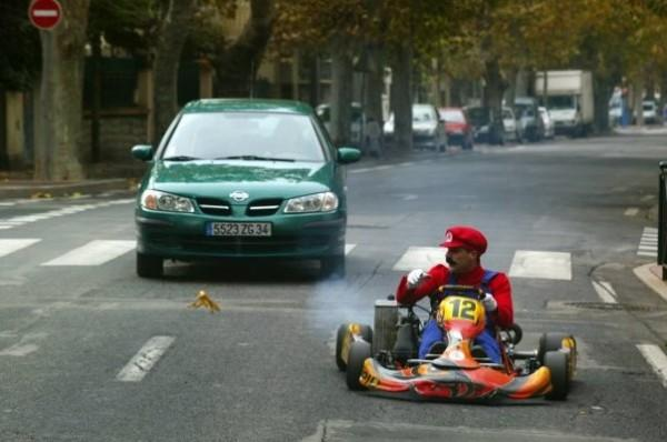 https://media.paperblog.fr/i/417/4179976/remi-gaillard-mario-kart-2-2011-definitivemen-L-u7gWh4.jpeg