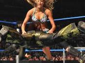 Michelle McCool sauve Layla face Kelly