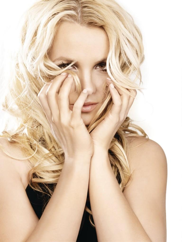 ALBUM REVIEW : BRITNEY SPEARS – FEMME FATALE