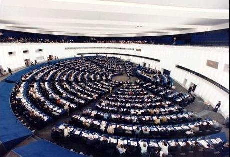 Le Parlement européen renforce les droits des consommateurs