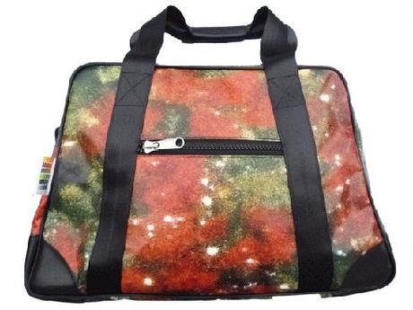 Bilum, la publicité recyclée en sacs de collection