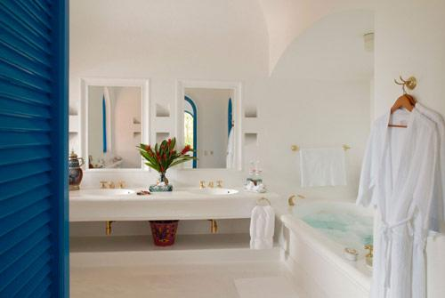Alborada-Bathroom-Amanda-Holmes-Hotel-CuixmalaAmerique-Latine-Mexique-hoosta-magazine-custom-carre