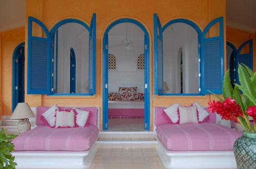 Front-Porch-Michael-Gilbreadth-Hotel-CuixmalaAmerique-Latine-Mexique-hoosta-magazine-custom-carre