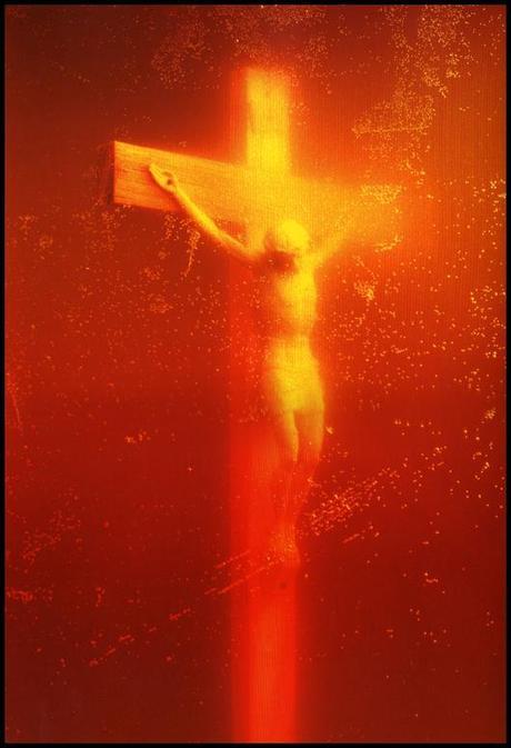 Piss Christ Léglise entre en guerre contre le Piss Christ