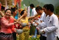 C'est le Nouvel An thaï: Happy Songkran (สงกรานต์) !