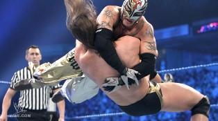 L'écossais de la WWE s'incline face au luchador Rey Mysterio