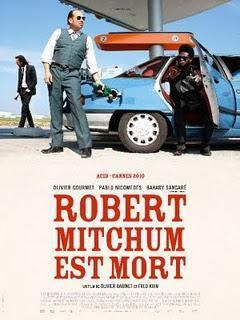 Robert Mitchum est mort - De  Olivier Babinet & Fred Kihn