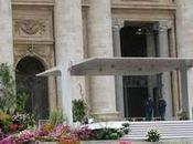 Pâques, fleurs hollandaises décorent Vatican.