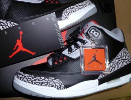 air jordan iii black cement 2011 retro 2 Air Jordan III (3) Retro 2011 Black Cement