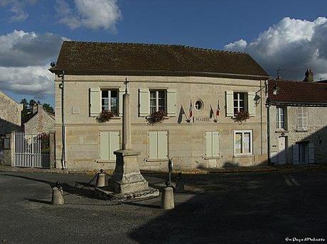 Aumont-en-Halatte_Mairie.jpg