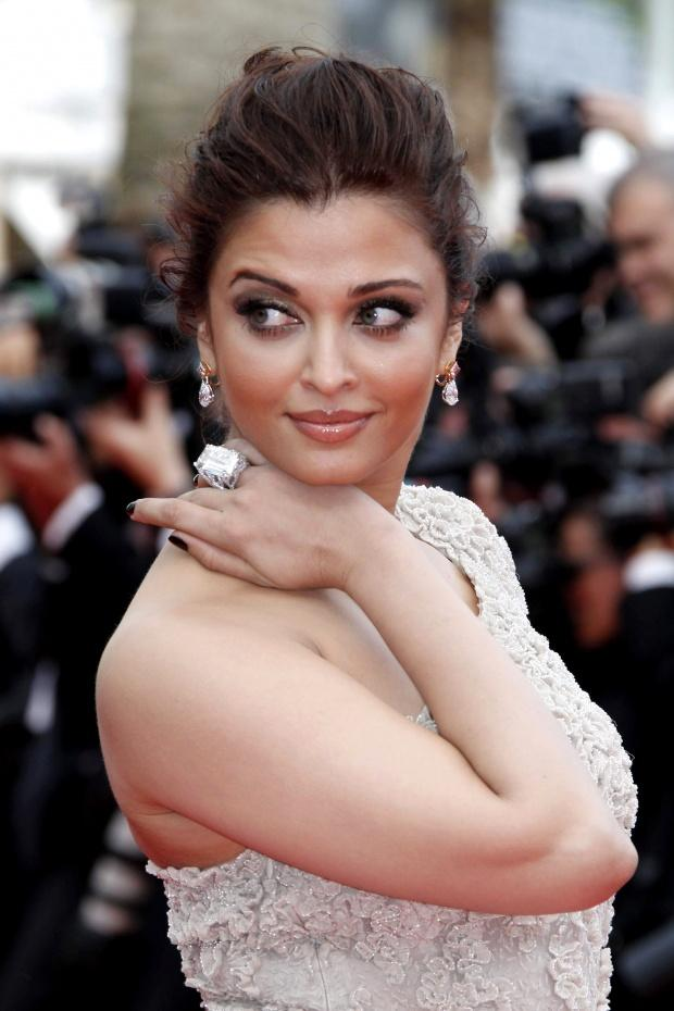 Aishwarya-Rai-with-Chopard-Jewels01
