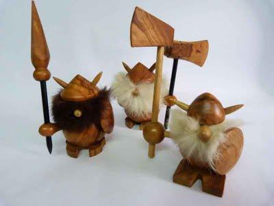 Poupées de bois entre folklore et tradition: kokeshi, matriochka et viking noggin