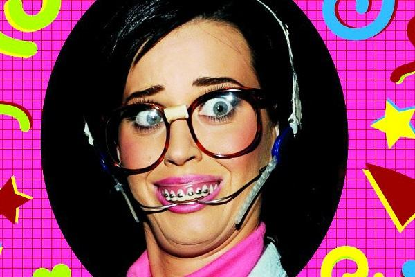 Katy Perry se grime en Ugly Betty pour le clip de « Last Friday Night (T.G.I.F.) »