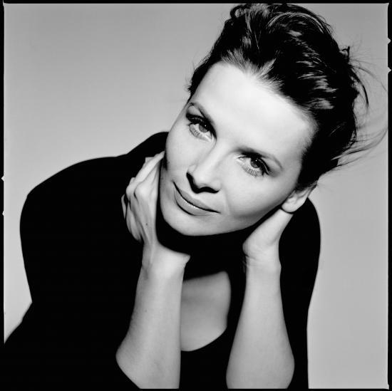 Juliette Binoche au côté de Robert Pattinson