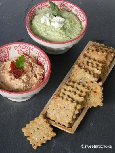 Amaranth & chia seeds crackers (gluten-free & eggless) with two dips – crackers aux graines de chia et amarante, avec deux dips