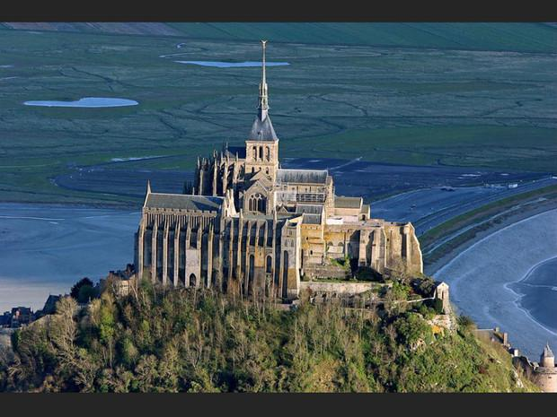 Le Mont-Saint-Michel, à Mont-Saint-Michel, en Normandie (France).