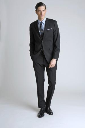 Men Look03 White Background La superbe collection Mad Men pour Banana Republic