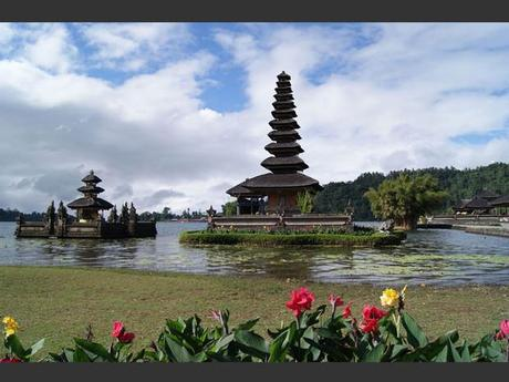 Le temple de Ulun Danu Bratan, à Bali, en Indonésie.