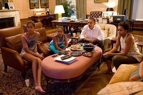 La famille Obama se balade pieds nus dans la Maison Blanche !