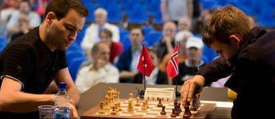 Echecs à Bienne : Yannick Pelletier 1-0 Magnus Carlsen Photo © site officiel
