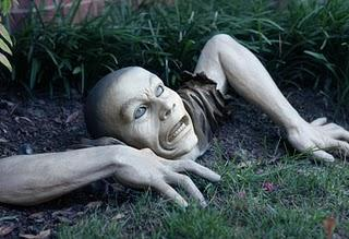Un Zombie Dans Votre Jardin A Voir