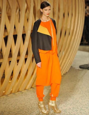 a2f512317cc L Orange  valeur sûre de l automne… Défilé Hermès Automne Hiver 2011-2012